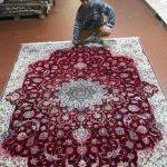 Questo tappeto che aveva perso il colore, ecco com'era prima del restauro
